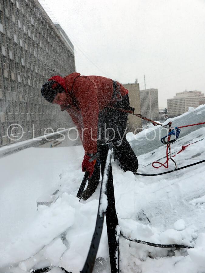 Бригады по очистке крыш от снега